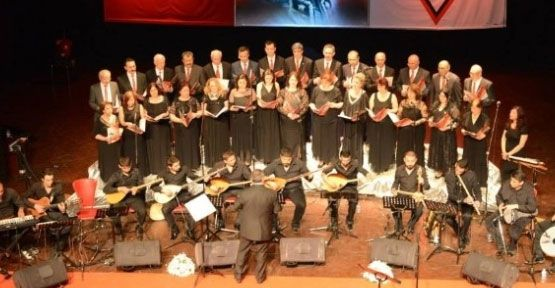 Uşak'ta Halk Müziği Konserine Yoğun İlgi